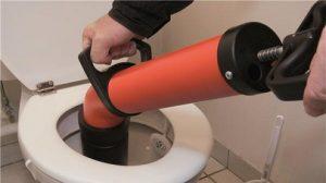 Debouchage-canalisation-à-la-pompe-manuelle