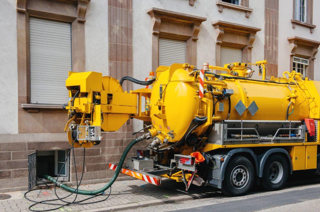 débouchage de canalisation : pourquoi un camion haute pression ?